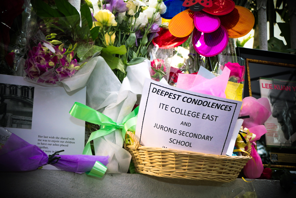 UNITED IN GRIEF: Students and teachers from ITE College East and Jurong Secondary School joined together to present their bouquet of flowers for Mr Lee at the Istana. (Photo: Azmi Athni)