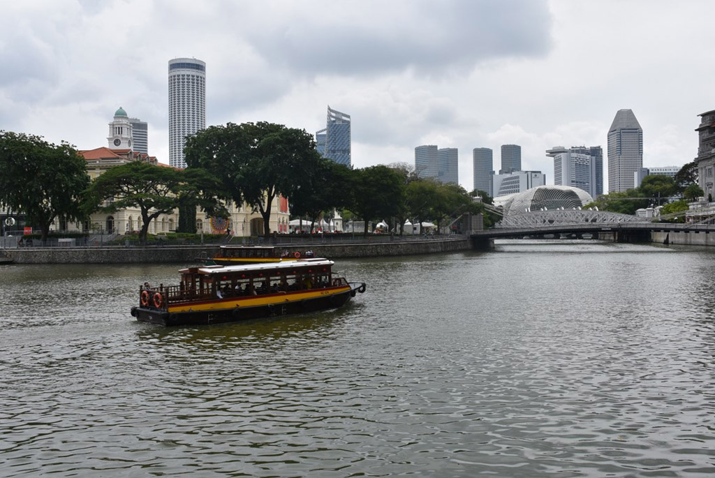 HISTORY MEETS TOURISM: 80 percent of the race was mainly held at The Civic District. This is where Singapore's historical, architectural and cultural heritage started. Victoria theatre and concert hall, Singapore River, Esplanade, Asian Civilisations Museum and The Fullerton hotel are just some of the key interest areas. (Photo: Maisha Samiha)