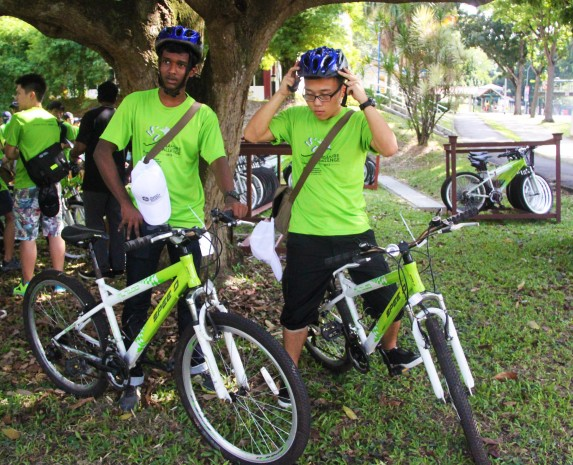 BIKING TO BISHAN: Part of the Singapore Challenge requires two members in the team to cycle to Bishan Park while the others walk. Once at the park, the team is supposed to explore different types of flora and fauna that will help them complete their tasks.