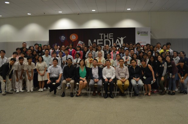 MEDIA ENTHUSIASTS:  Student participants from 15 secondary schools across Singapore posing for a closing photo with industry judges, TMC organisers and student leaders from Republic Polytechnic as The Media Challenge came to an end. (Photo: Muhammad Mursyid Bin Hassan)