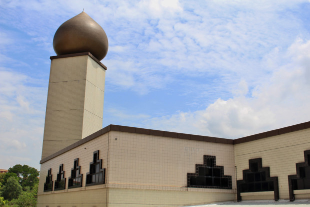 KEY TO RELIGION: Opened on 25th July 1987, Darul Makmur Mosque is the mosque to be built in Yishun New Town. It is a key destination for Muslims who crowd its complex for their Friday prayers. (Photo: Emmanuel Phua)