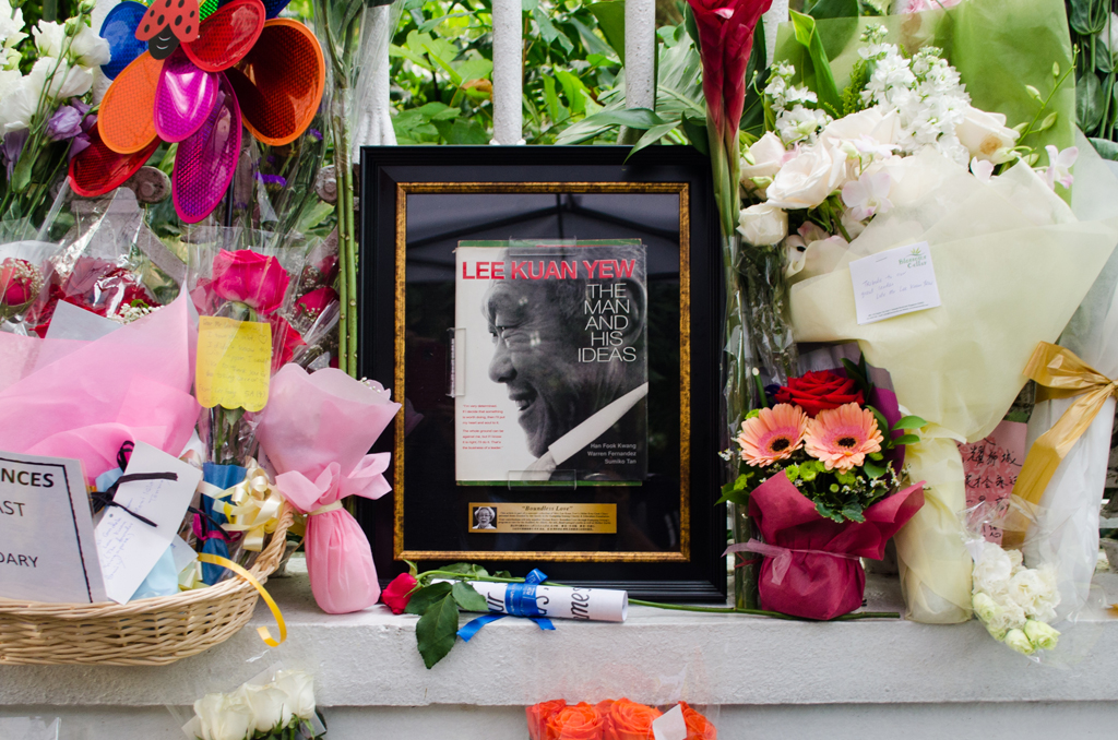 REMEMBERING OUR FOUNDING FATHER: Flowers, cards and photos are left by Singaporeans from all walks of life along the Istana gate. (Photo: Marcus Tan)