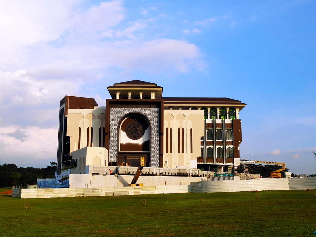 LEGACY LIVES ON: Located at Woodlands Drive 17, this new mosque is a tribute to the Republic's first President, Yusof Ishak. Blending modern and traditional mosque characteristics, Yusof Ishak Mosque is set to open by early 2017. PHOTO: Salwa Nadhirah